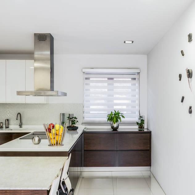 Cozinha Peninsular: Cozinhas embutidas por Miguel Oliveira