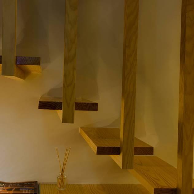 APARTAMENTO PEIXOTO: Escadas por Nuno Ribeiro arquitecto
