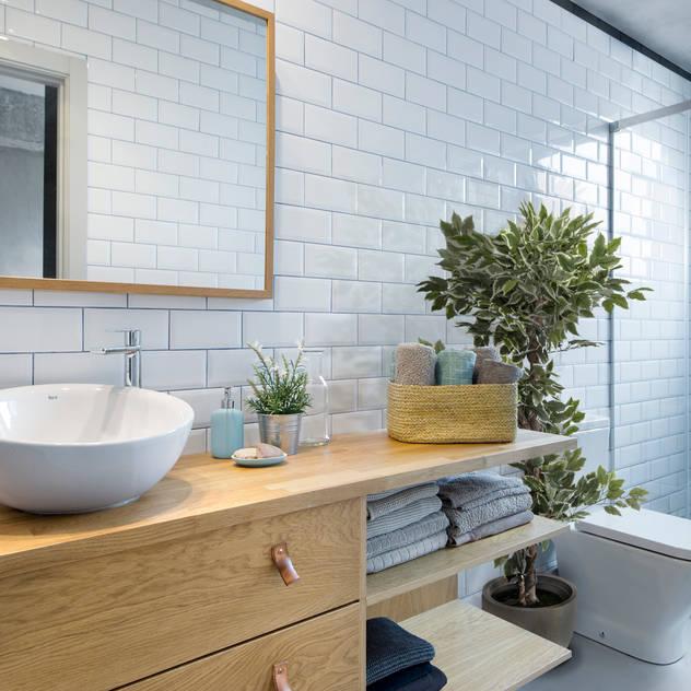 Phòng tắm phong cách Bắc Âu bởi Egue y Seta Bắc Âu