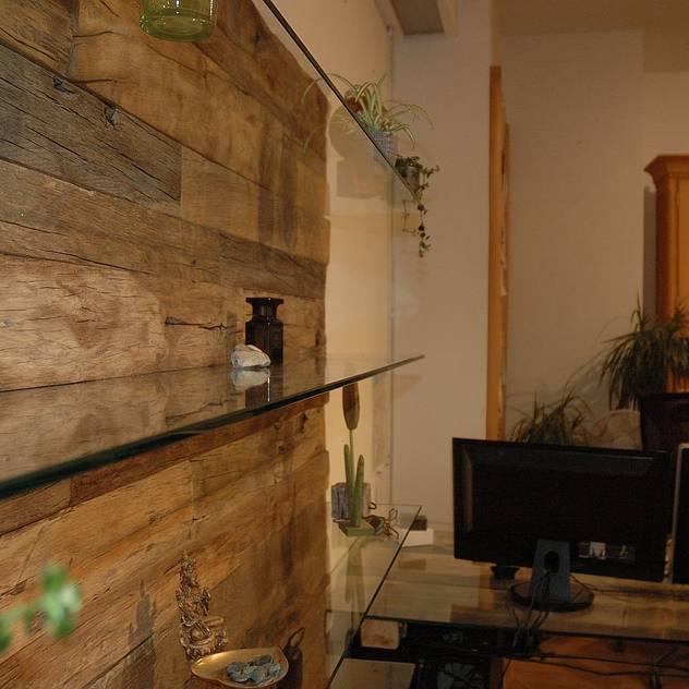 Struktur alter Balken: Wände von Pfister Möbelwerkstatt GdbR