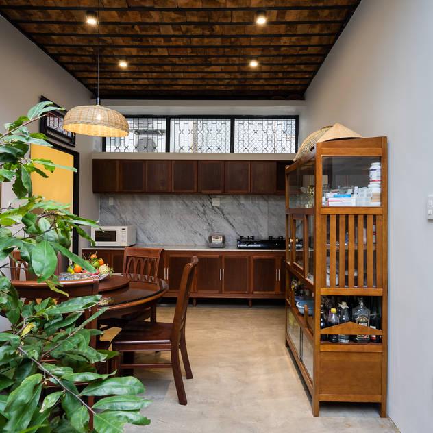 Nhà NỬA MÁI Nhà bếp phong cách châu Á bởi AD+ Châu Á