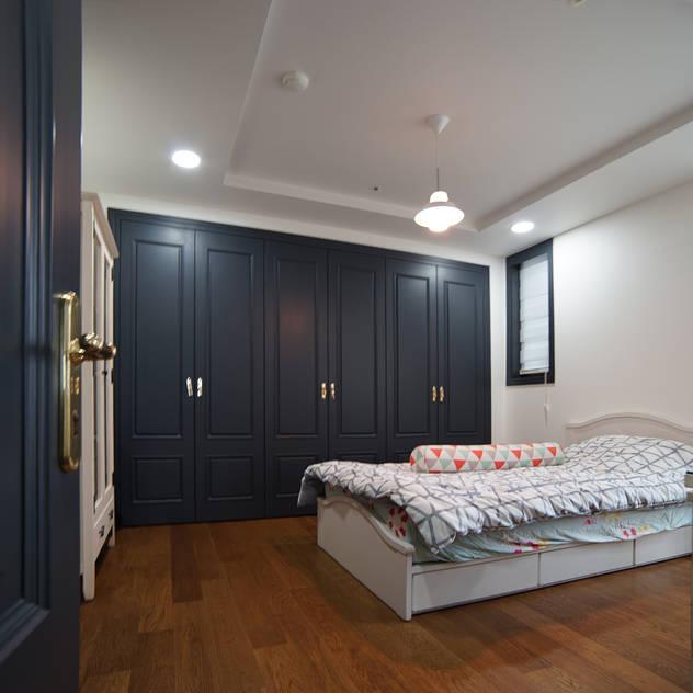 목동 트라팰리스: 제시카디자인그룹 의  침실