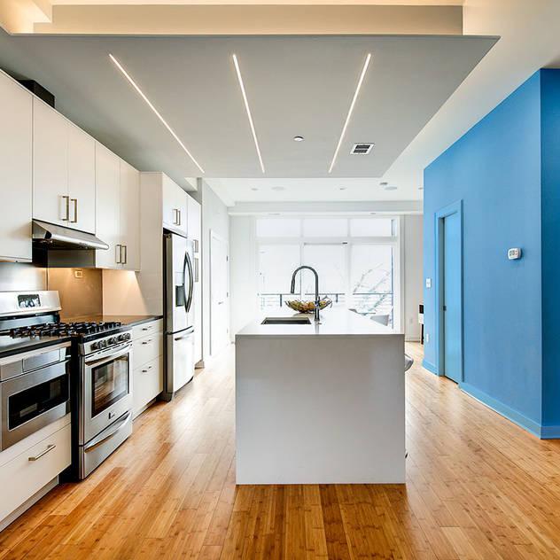 Nhà bếp phong cách hiện đại bởi KUBE Architecture Hiện đại