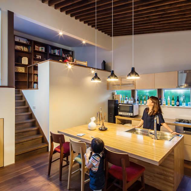 Nhà bếp phong cách hiện đại bởi 株式会社建築工房DADA Hiện đại
