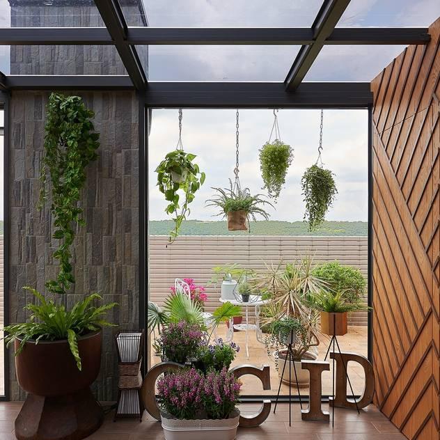 Hiên, sân thượng phong cách hiện đại bởi 層層室內裝修設計有限公司 Hiện đại