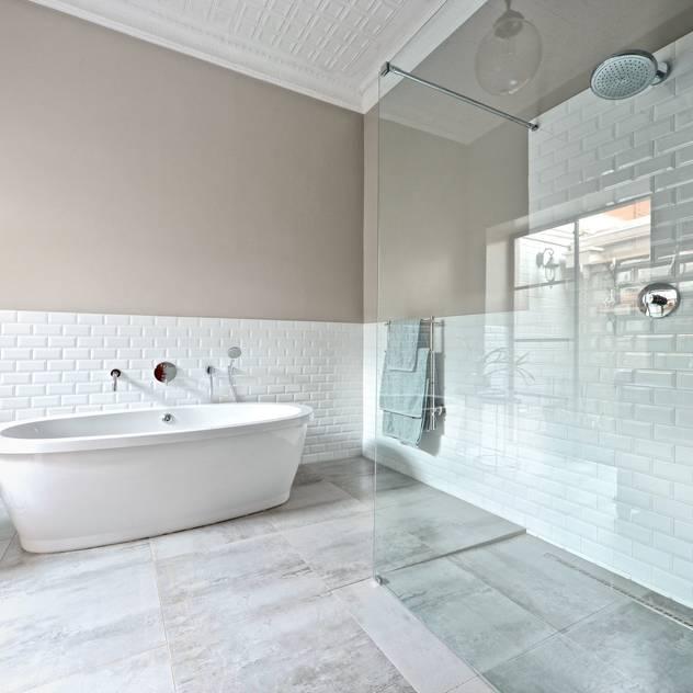 Open shower concept Phòng tắm phong cách chiết trung bởi Oksijen Chiết trung