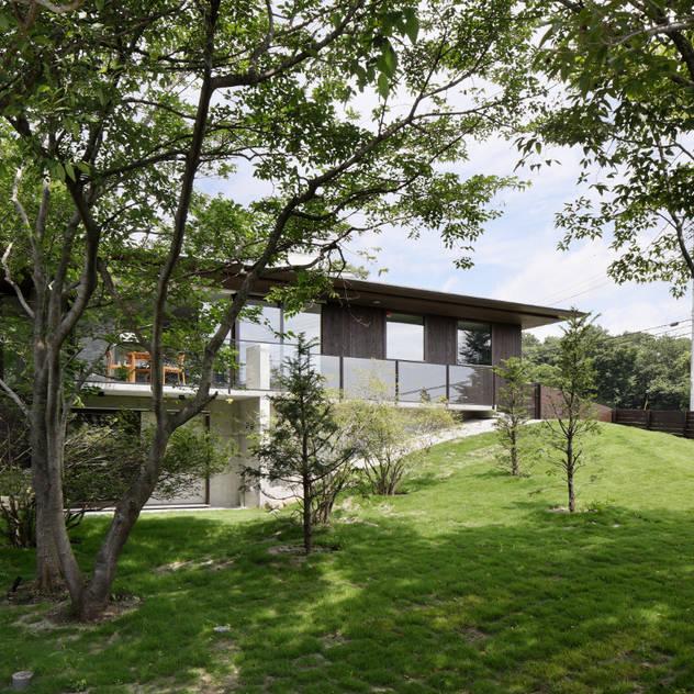 Nhà phong cách châu Á bởi atelier137 ARCHITECTURAL DESIGN OFFICE Châu Á Gỗ Wood effect