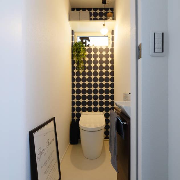 トイレ: タイコーアーキテクトが手掛けた浴室です。,