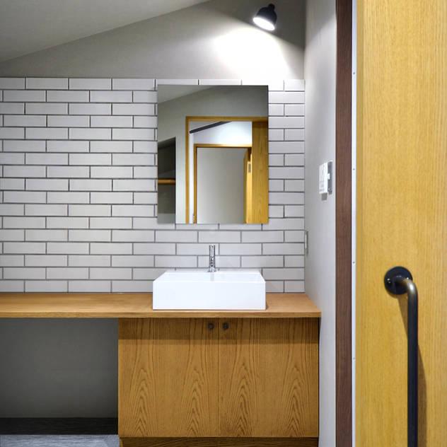 Phòng tắm bởi TRANSFORM 株式会社シーエーティ Công nghiệp