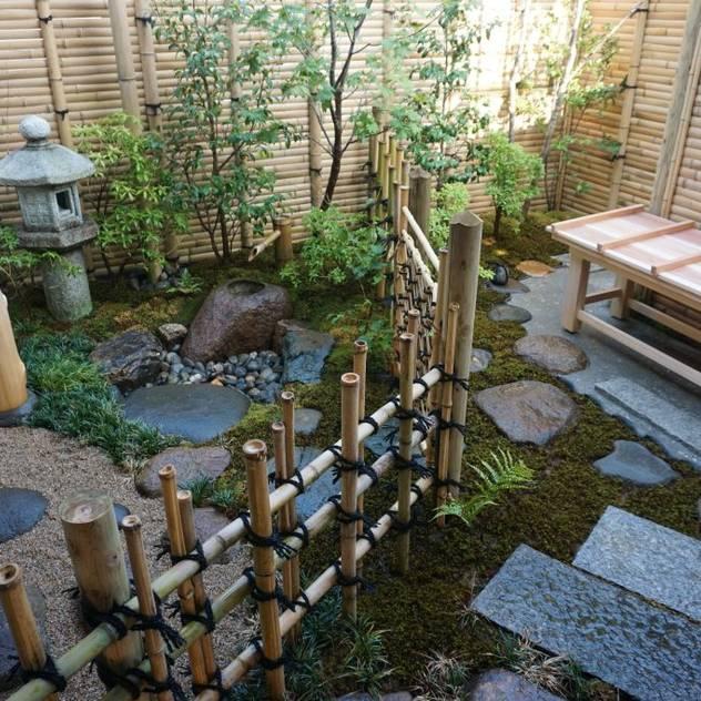Vườn phong cách mộc mạc bởi 庭良/高橋良仁庭苑設計室 Mộc mạc