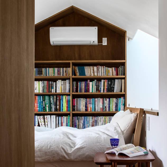 Phòng ngủ phong cách Bắc Âu bởi 遠藤誠建築設計事務所(MAKOTO ENDO ARCHITECTS) Bắc Âu