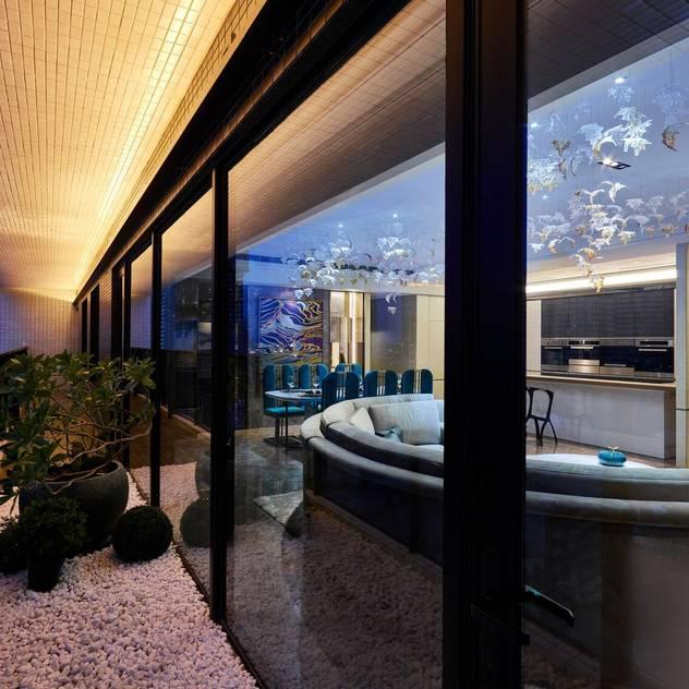 Cửa sổ & cửa ra vào phong cách hiện đại bởi 雅群空間設計 Hiện đại