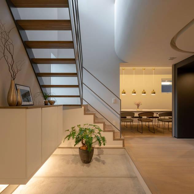 Hành lang, sảnh & cầu thang phong cách hiện đại bởi タイコーアーキテクト Hiện đại