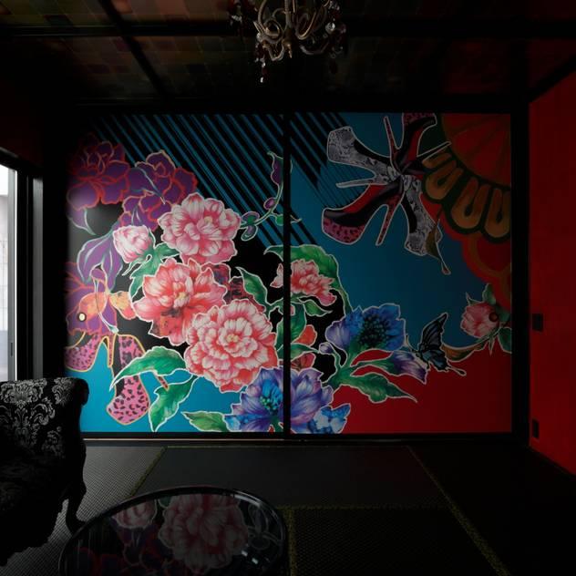 COLORS: キューボデザイン建築計画設計事務所が手掛けた和室です。