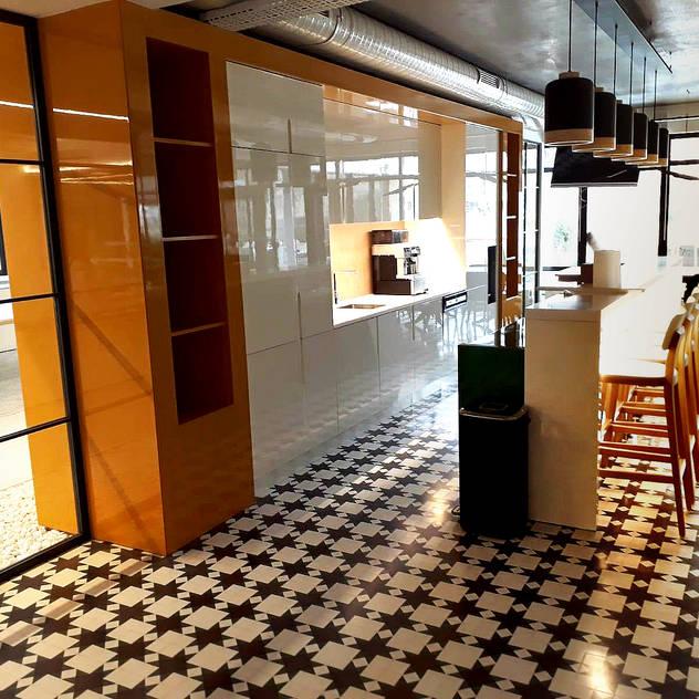 Cucina moderna di FARUK FURNITURE Moderno