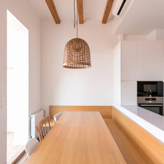 Phòng ăn phong cách Bắc Âu bởi Piedra Papel Tijera Interiorismo Bắc Âu