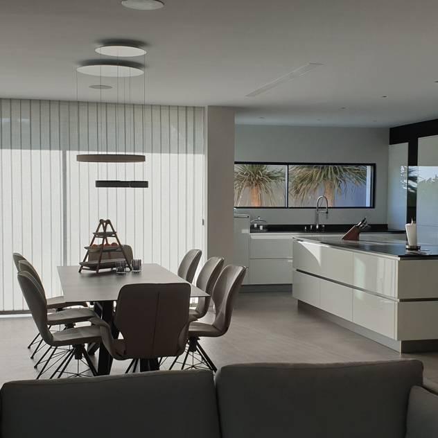 Salon comedor: Salones de estilo  de GARLIC arquitectos, Mediterráneo
