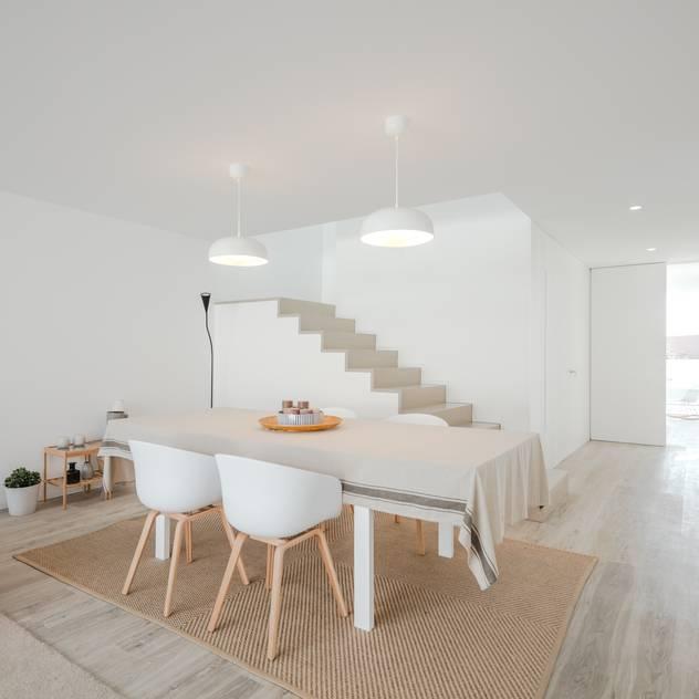 Phòng ăn phong cách tối giản bởi Raulino Silva Arquitecto Unip. Lda Tối giản