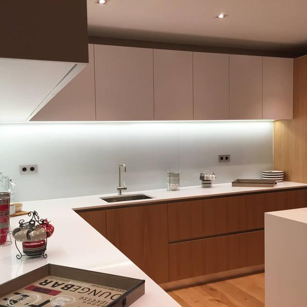Detalle de cocina: Cocinas integrales de estilo  de GARLIC arquitectos, Moderno