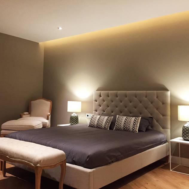 Foto interior de dormitorio principal: Dormitorios de estilo  de GARLIC arquitectos, Moderno