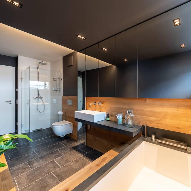 Middle sized bathroom Phòng tắm phong cách hiện đại bởi Vivante Hiện đại