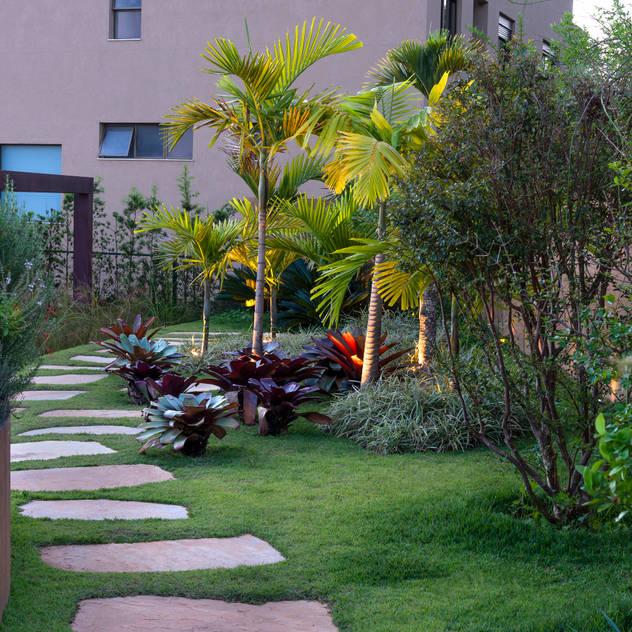 Vườn phong cách nhiệt đới bởi CP Paisagismo Nhiệt đới