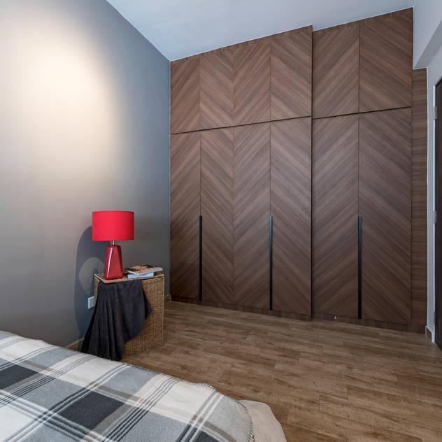 Retro Industrial Meter Square Pte Ltd Industrial style bedroom Wood Multicolored