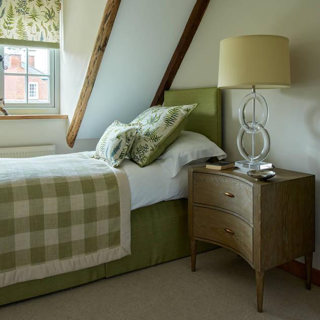 Guest bedroom niche pr Country style bedroom Wood Green