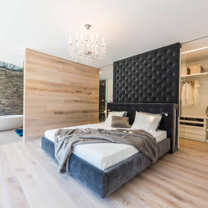 Dormitorios de estilo moderno de ARKITURA GmbH