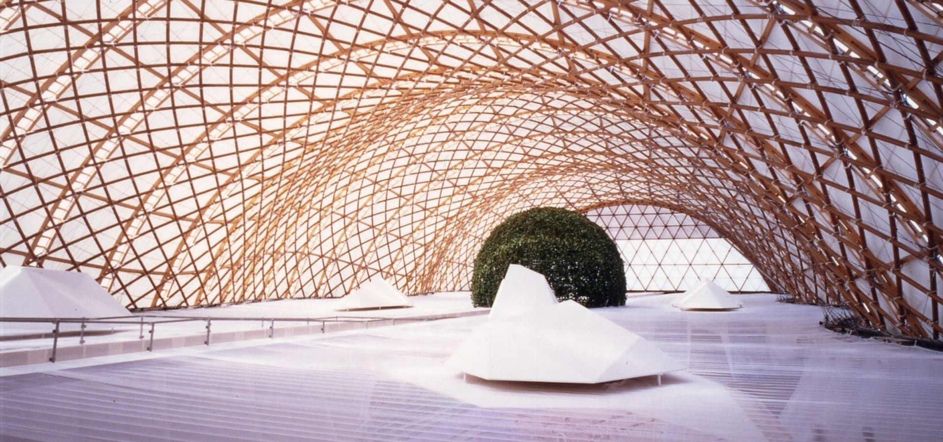 坂茂建築設計 (Shigeru Ban Architects)