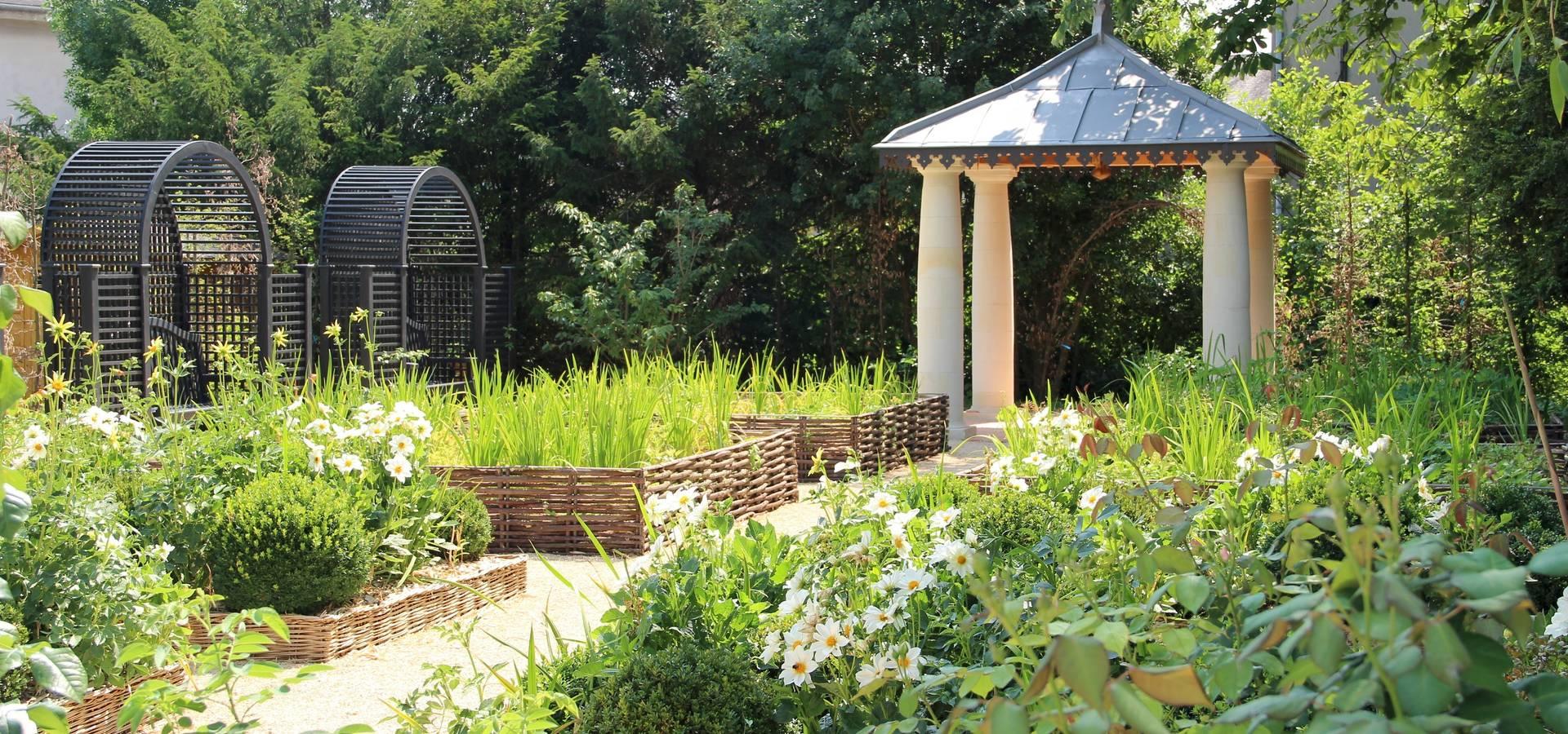 Le jardin de l 39 office de tourisme de langeais di agence talpa homify - Office de tourisme de langeais ...