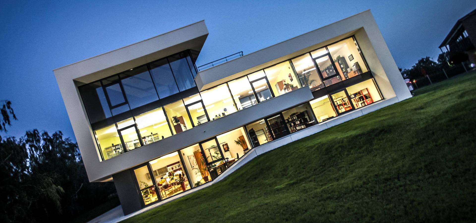 Architektenhaus mit satteldach di flow architektur homify for Architektur moderne