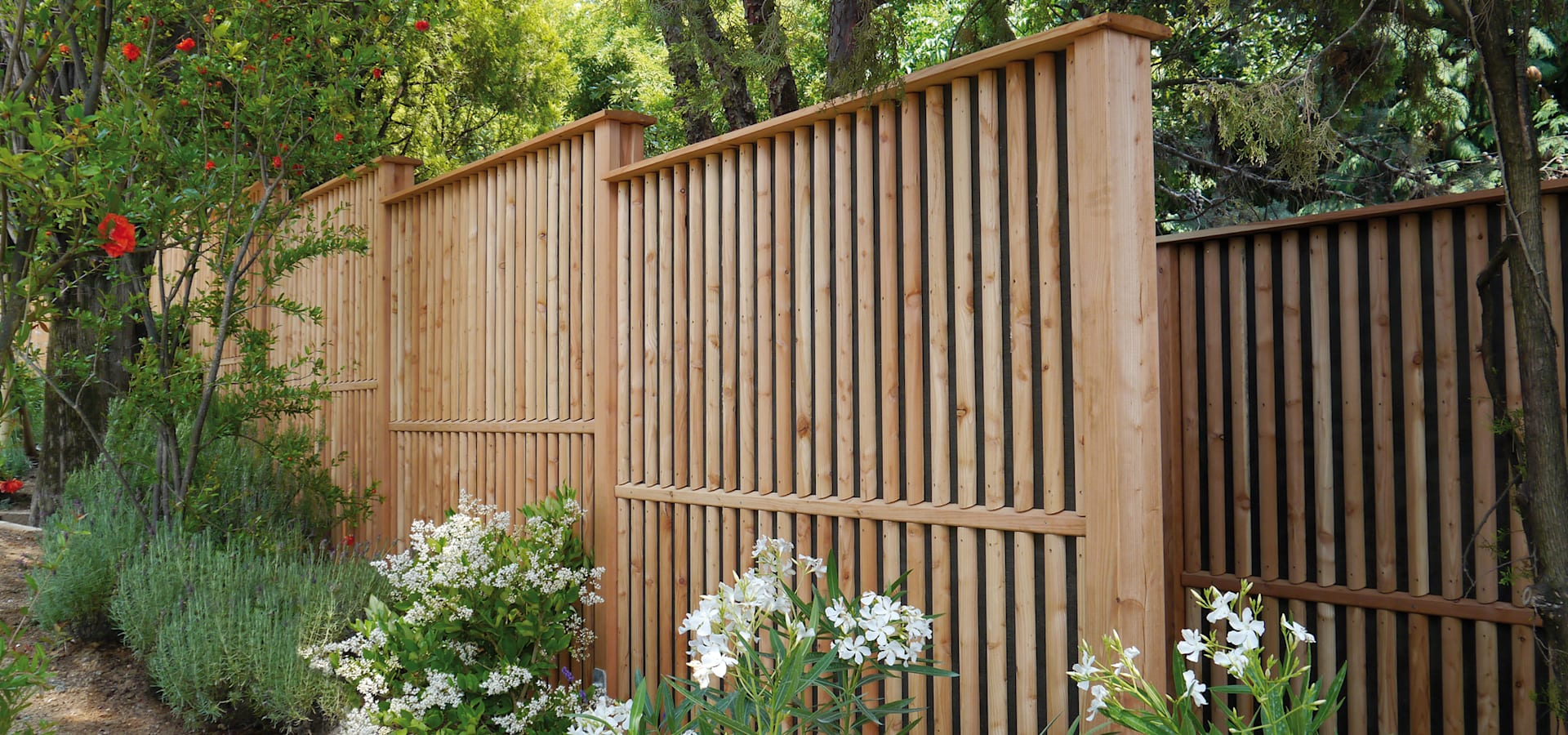 Braun & Würfele – Holz im Garten