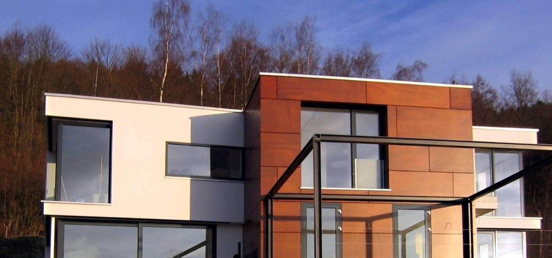 wohnhaus am waldrand von plettenberg von studio kmk b ro f r architektur homify. Black Bedroom Furniture Sets. Home Design Ideas