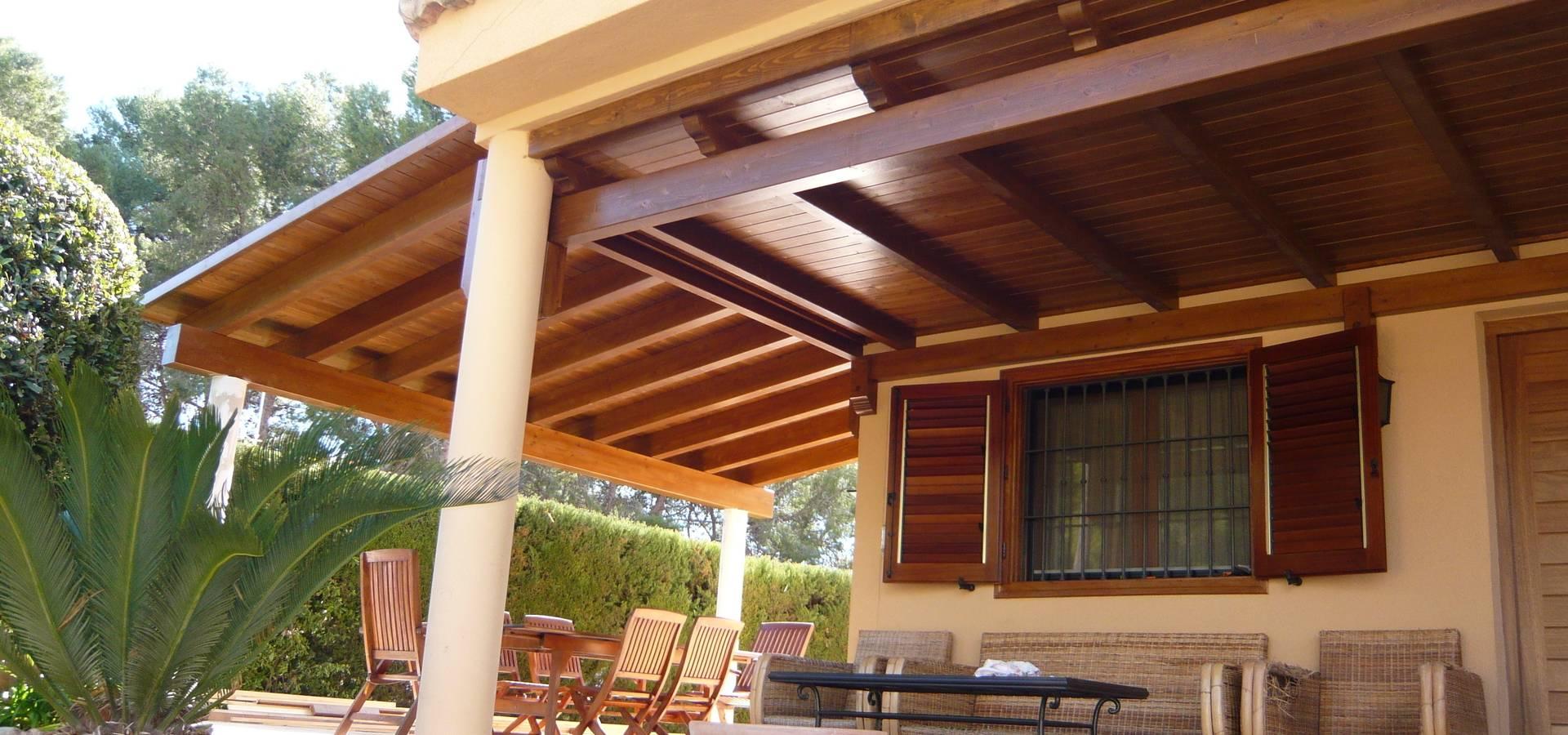 Porche de madera a un agua en color teka de tico y jard n for Porche jardin madera