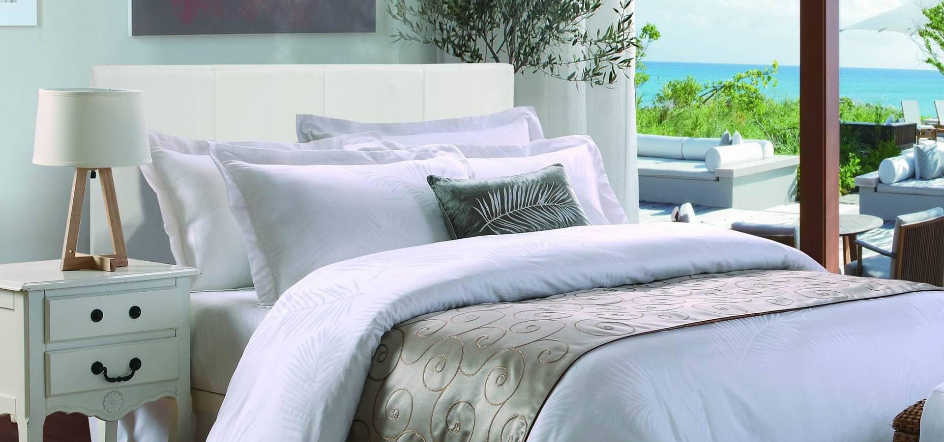 peignoir de bain en pur coton ritz carlton linge de bain por king of cotton france homify. Black Bedroom Furniture Sets. Home Design Ideas