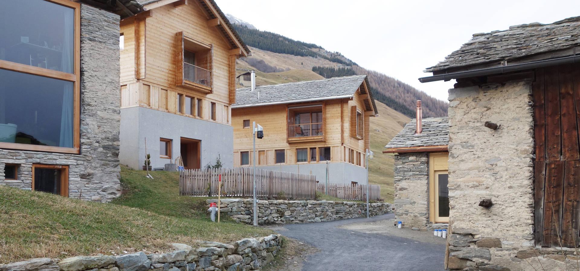Zwei Häuser in Leis -Vals, CH von Simona Pribeagu Schmid, dipl ...