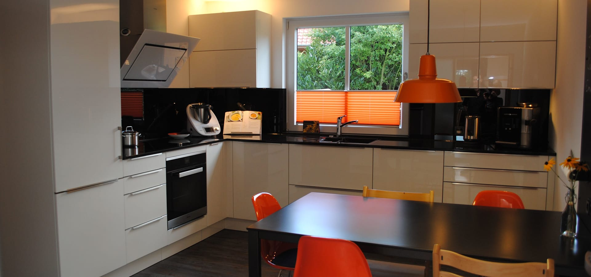 familienk che von sandra schauer raum design homify. Black Bedroom Furniture Sets. Home Design Ideas