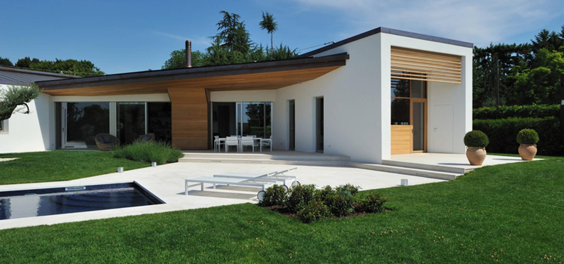 Stile moderno per una villa in legno di woodbau srl homify for Villetta moderna progetto