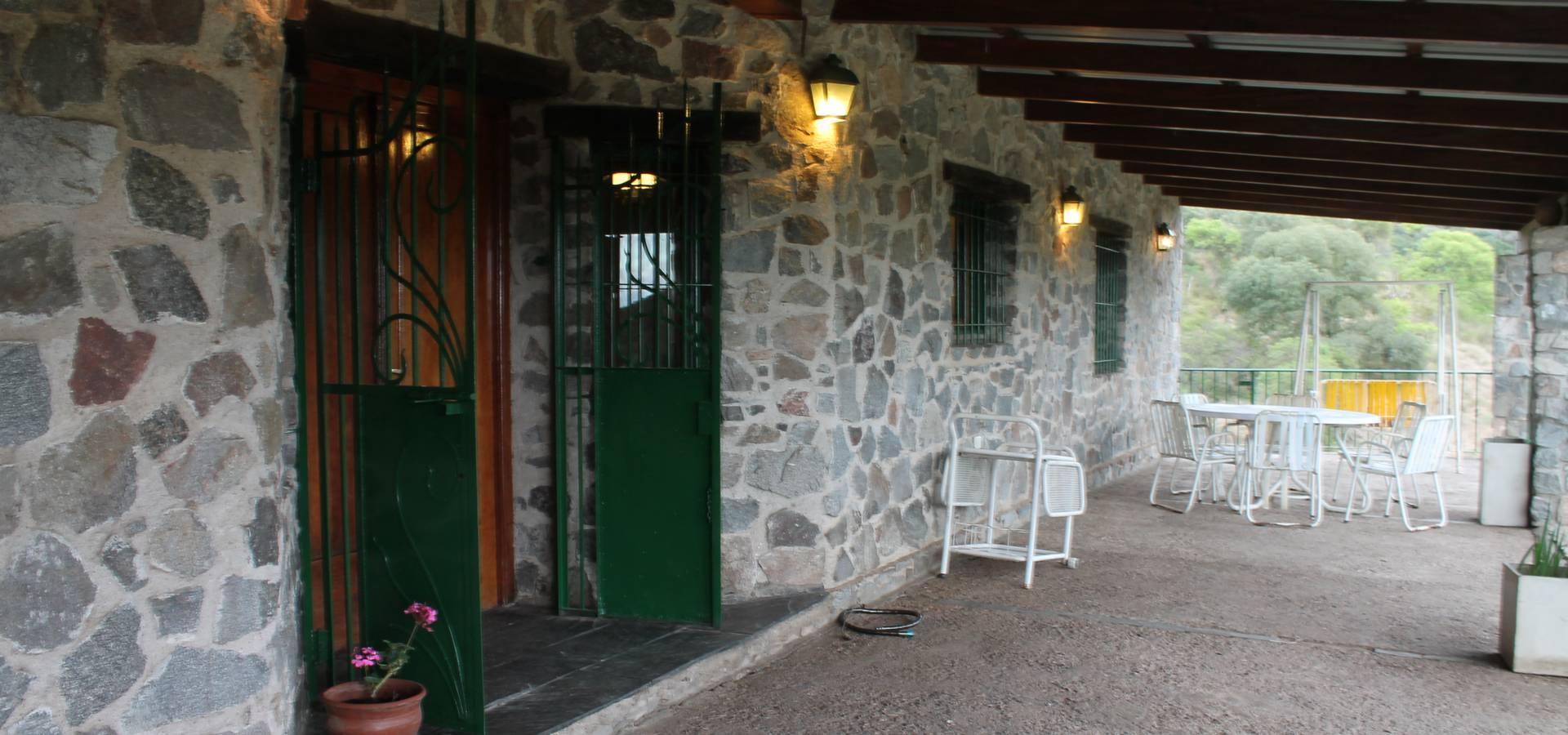 Casa de piedra en sierras cordobesas por casas de campo for Homify casas de campo
