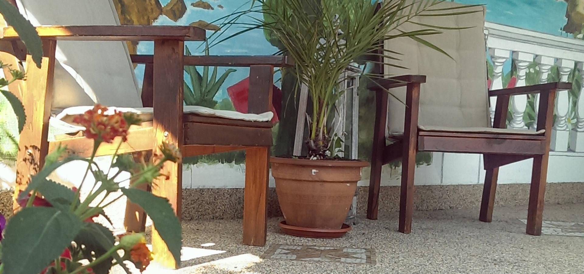 Mediterrane Terrasse Mit Natursteinteppich Von Balkon Doktor De Homify