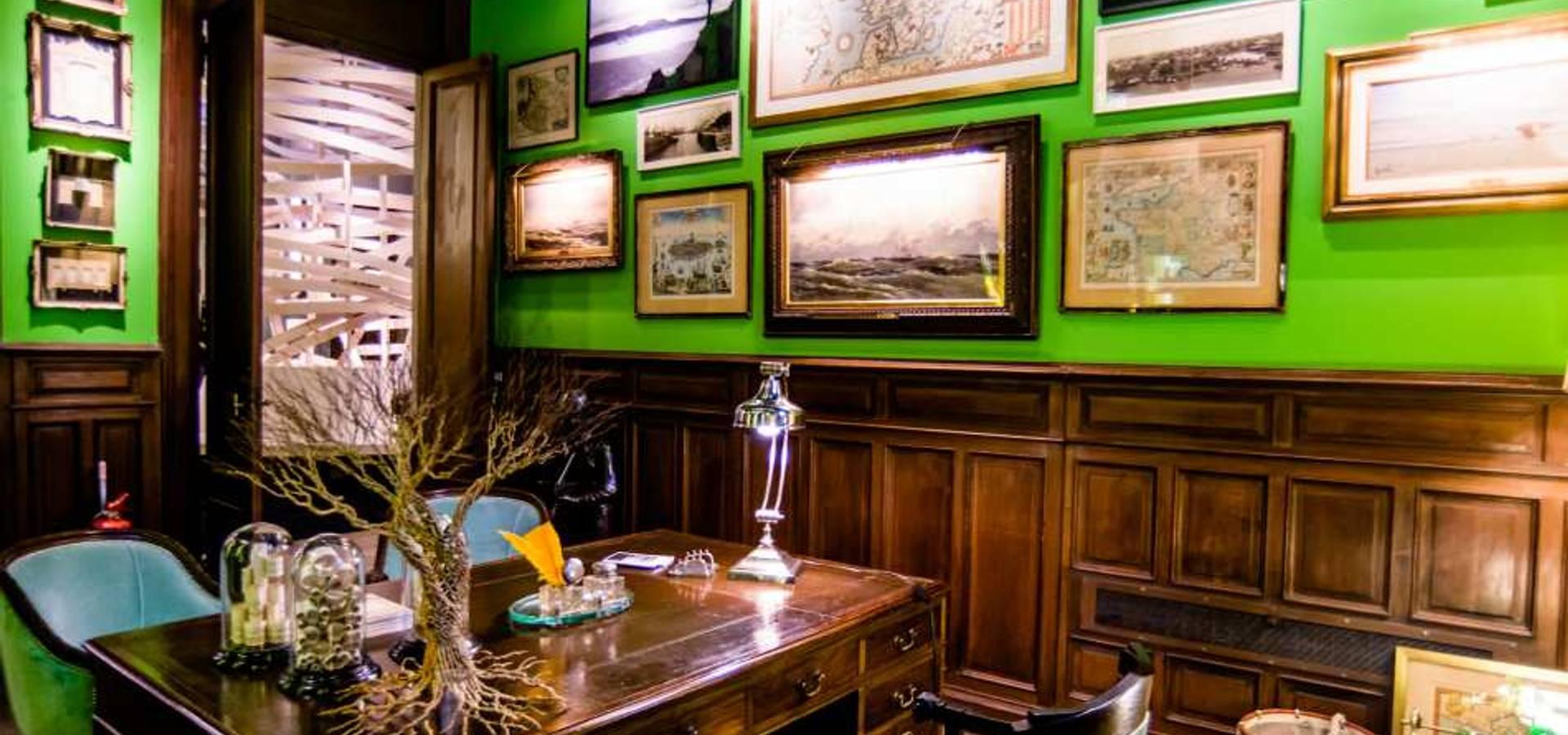 Agnes Deco . Antiques & Oddities