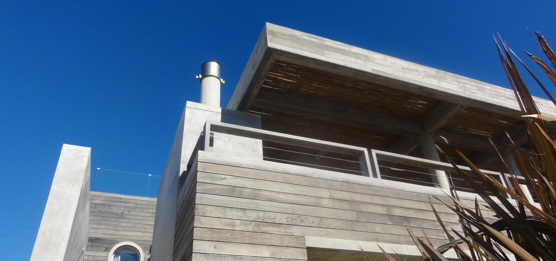 Casa la familia by estudio de arquitectura vivian avella for Estudio de arquitectura