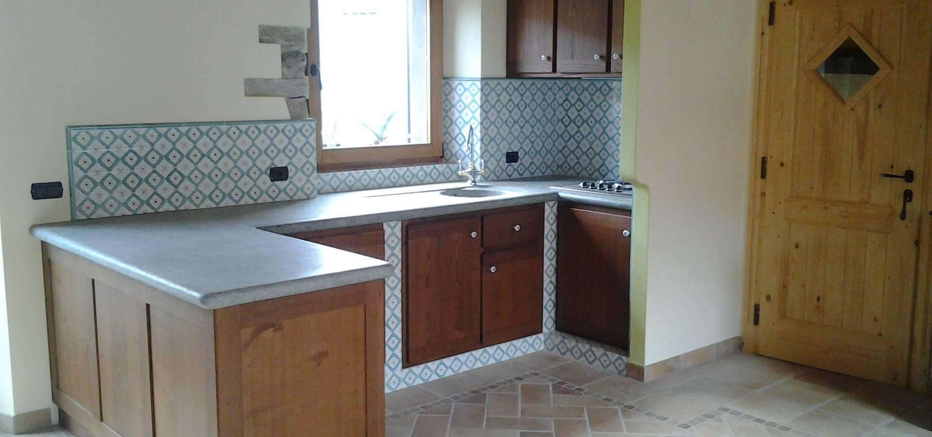 Cucina in castagno in muratura di Artelegno Snc | homify