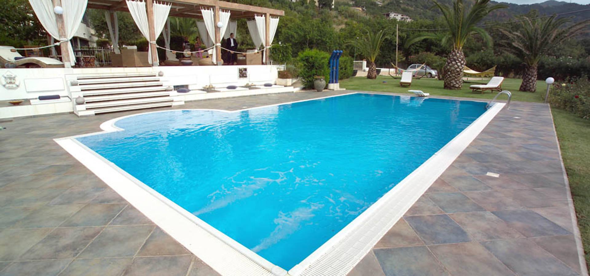 Foto di piscine accessori piscine with foto di piscine a - Piscina interrata permessi ...