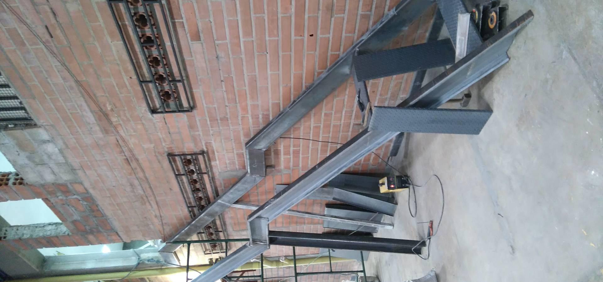 Escalera metalica de construcciones y dise os en for Escaleras de viviendas
