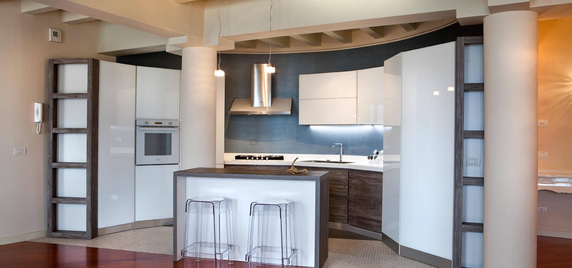 Cucina su misura e zona living von Fab Arredamenti su Misura | homify