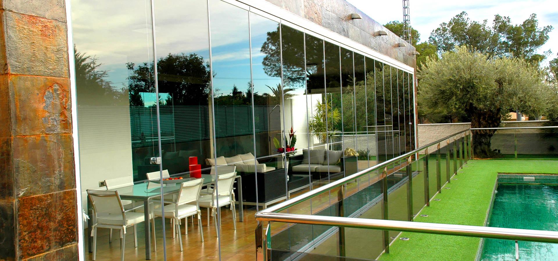 Best chiusura terrazza photos design trends 2017 for Portico laterale in stile casa in stile charleston