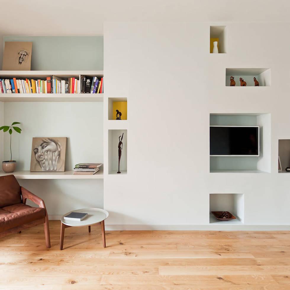Salón: Dormitorios de estilo moderno de ACABADOMATE
