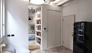 Salas de estilo moderno por MIROarchitetti